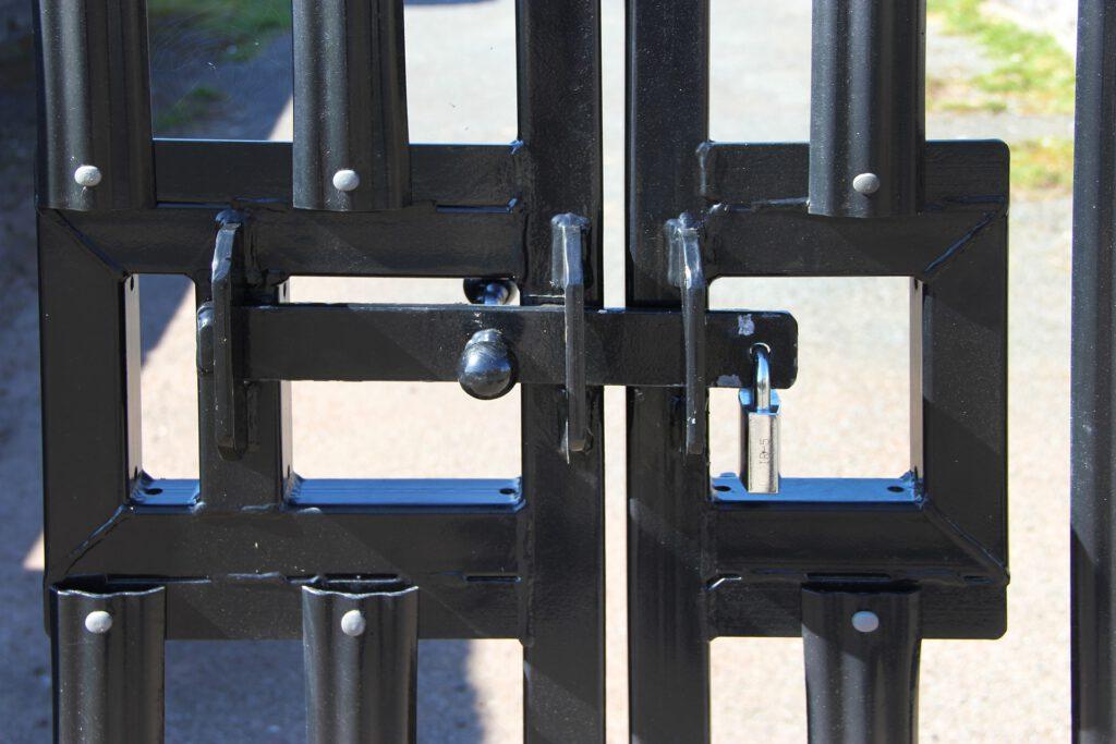 Verschlossenes Tor Sperrgründe verhindern Selbstanzeige